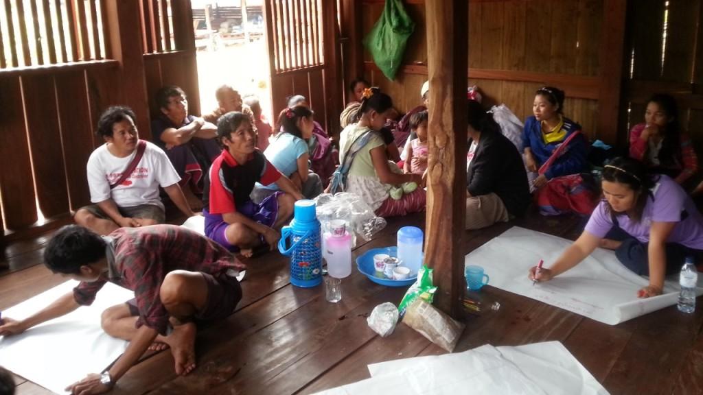 การประชุม และระดมความคิดในการแก้ไขปัญหาในชุมชน
