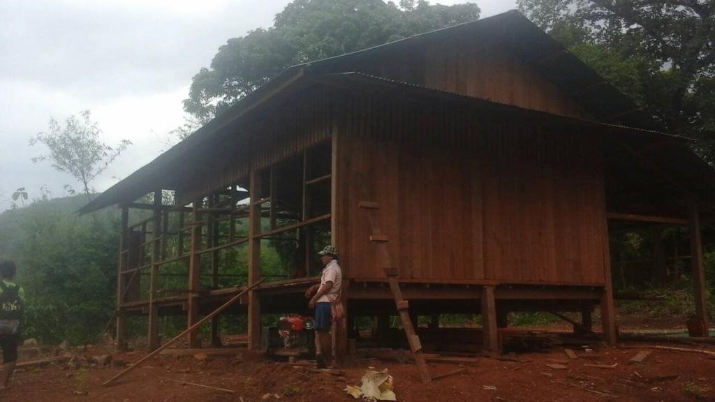 อาคารเรียนหลังใหม่ ใช้ทรัพยากรที่มีในชุมชน