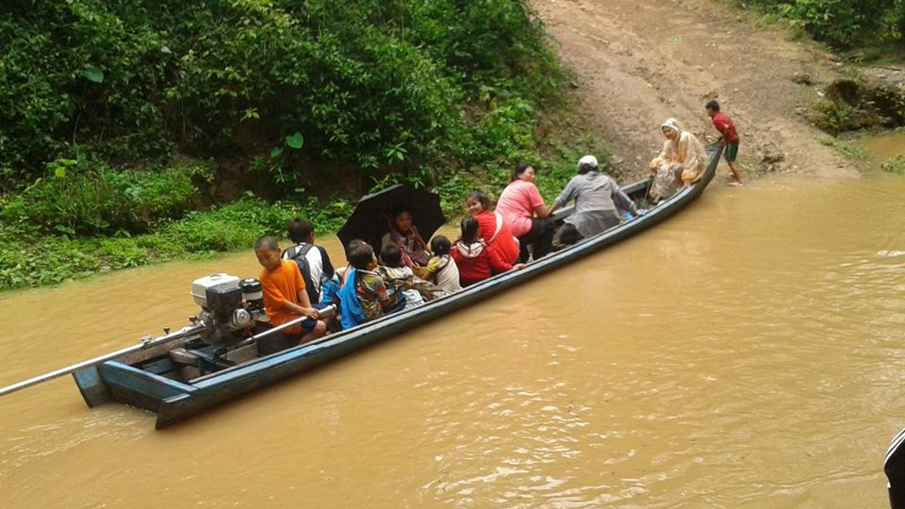 ล่องเรือจากฝั่งไทย ไปฝั่งพม่า