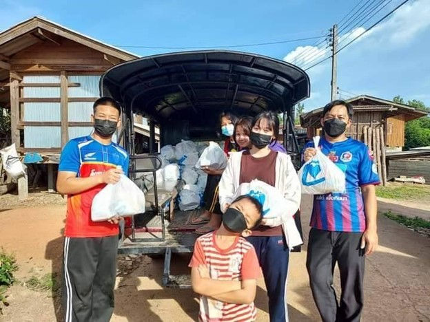 คริสตจักรแม่ลายต๋องเต๊าแจกอาหารแห้งให้ชุมชนในช่วง COVID-19